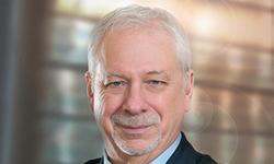 Pierre Marc Johnson prononce une allocution sur l'arrangement en vue de la reconnaissance mutuelle (ARM) devant les directeurs du Collège des médecins du Québec